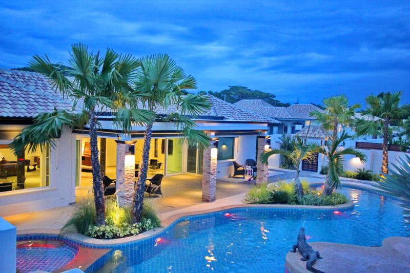 Luxurious Pool Villa with Tropical Design close to Black Mountain Image 1