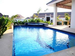 Beautiful 3 Bedroom Pool Villa Near Black Mountain Golf