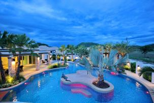 Luxurious Pool Villa with Tropical Design close to Black Mountain Slide 8