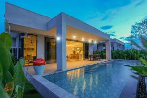 State of the Art Pool Villa with Full Service and Facilities at BLACK MOUNTAIN GOLF
