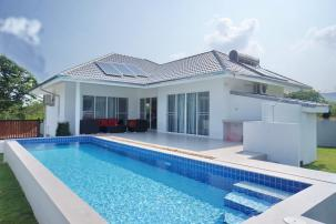 Eco Friendly Affordable Pool Villa near Banyan Golf
