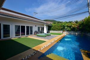 Spacious 3 Bedroom Pool Villa in Near the City Development on  Soi 88