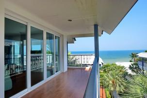 3 Bedroom Duplex Sea ViewUnit on Khao Takiab Beach