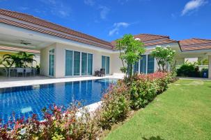 Stylish 3 Bedroom Pool Villa in popular Red Mountain project off Soi 88