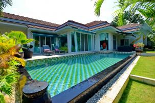 Beautifully Maintained 4 Bedroom Pool Villa in Popular Red Mountain Project (Resell, fully furnished)