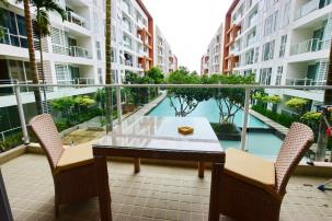 2 Bedrooms Very Nice Pool View Unit at Breeze Condo (resell)
