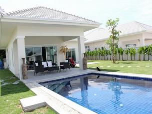 Spacious 3 Bedroom Pool Villa Only 10 Min Drive from Downtown