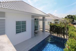 2 Bedroom Pool Villa on the way to Black Mountain Golf Course