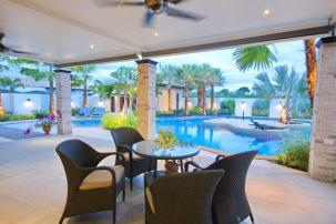 Luxurious Pool Villa with Tropical Design close to Black Mountain Slide 2